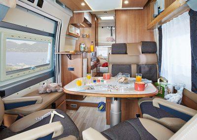 zeer ruime en luxe lounge