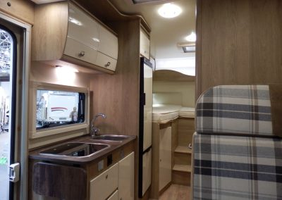 Sun Driver T 560 ruime en licht salon met keuken