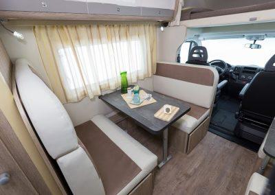 SUN DRIVER A 690 dinette met gezellige ruime banken