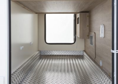 Sun Driver T 570 grote garage met extra bodembescherming tegen krassen