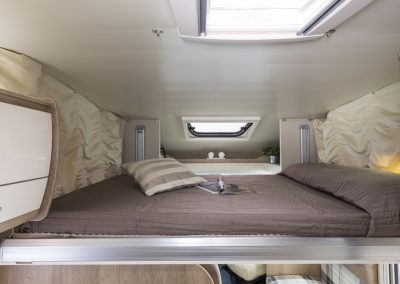 Campers Brabant foto | Sun Driver T570/T590 automatisch hefbed