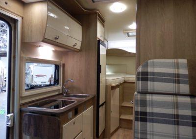 SUN DRIVER T 560 ruime lichte keuken in lengterichting
