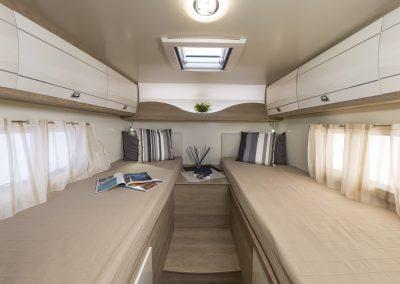 Campers Brabant foto | Sun Driver T580/T595 slaapkamer met lente bedden achter