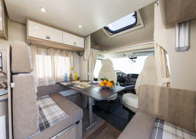 Campers Brabant foto | Sun Driver T580/T595 ruime leefruimte/dinette