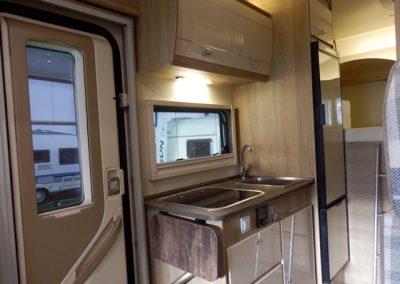Sun Driver T550 - ruime open keuken , 3pits met 3 laden en kasten