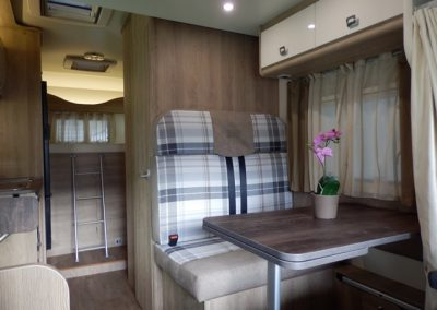 Dinette en vast bed Sun Driver T550
