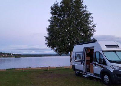 onze dreamer camperbus onderweg naar een camping in Noorwegen