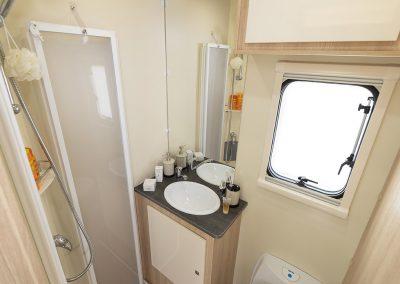 T585 badklare met douche
